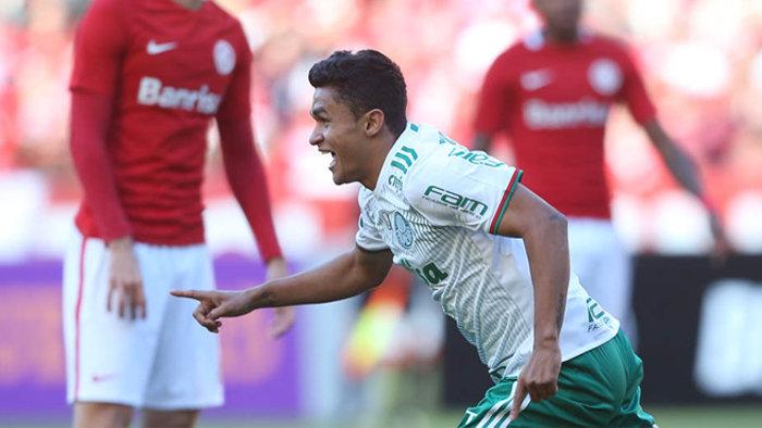 Erik marcou o gol da vitória do Palmeiras, contra o Internacional, no estádio Beira-Rio. (Cesar Greco/Ag.Palmeiras/Divulgação)