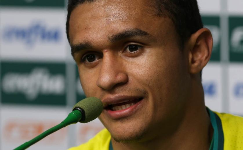 Erik concedeu entrevista coletiva na Academia de Futebol nesta quarta-feira (24). (Cesar Greco/Ag.Palmeiras/Divulgação)