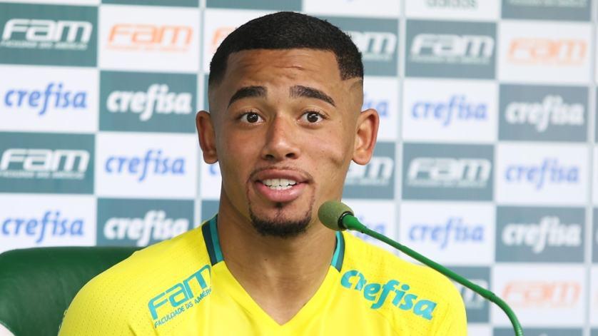 O atacante Gabriel Jesus concedeu entrevista coletiva após o treino desta terça-feira (23). (Fabio Menotti/Ag Palmeiras/Divulgação)