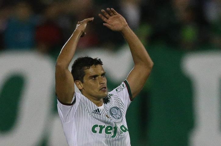 Jean cobrou pênalti com categoria e empatou a partida Jean cobrou pênalti com categoria e empatou a partida. (Cesar Greco/Ag Palmeiras/Divulgação)