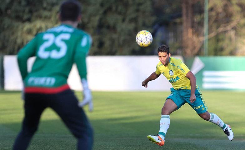 Jean treinou como lateral-direito e volante nesta quinta (11). (Cesar Greco/Ag.Palmeiras/Divulgação)