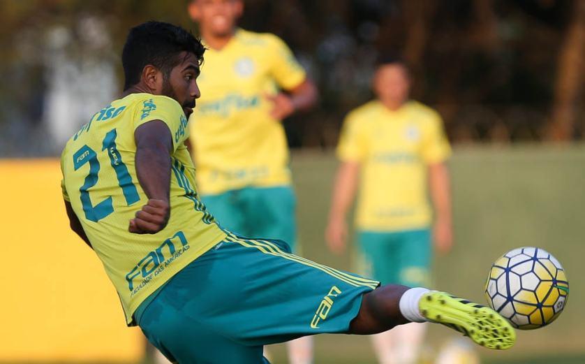 Thiago Santos está de volta aos relacionados. (Cesar Greco/Ag.Palmeiras/Divulgação)