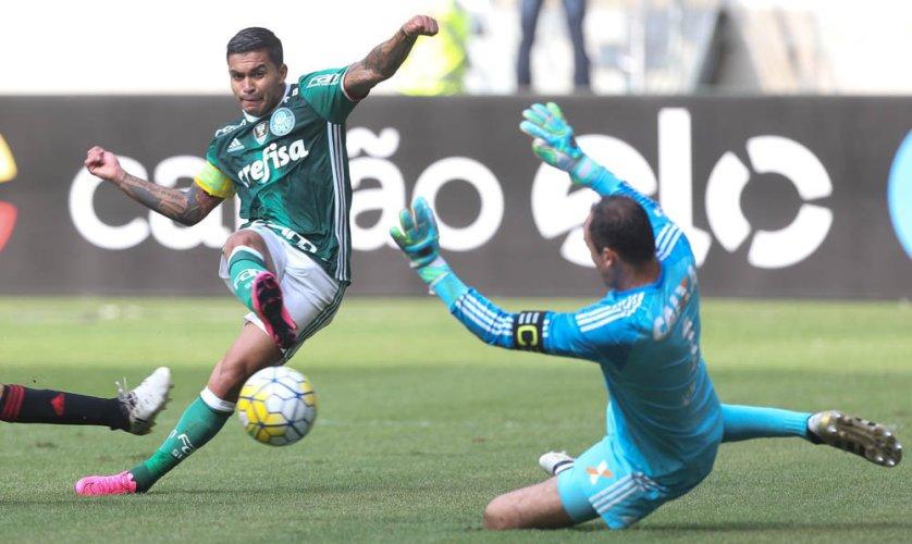 Dudu tocou na saída de Magrão para abrir o placar contra o Sport. (Cesar Greco/Ag Palmeiras/Divulgação)