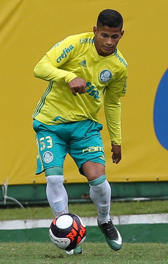 O lateral-direito Maílton comemorou a oportunidade de fazer a pré-temporada com o Profissional. (Cesar Greco/Ag Palmeiras/Divulgação)