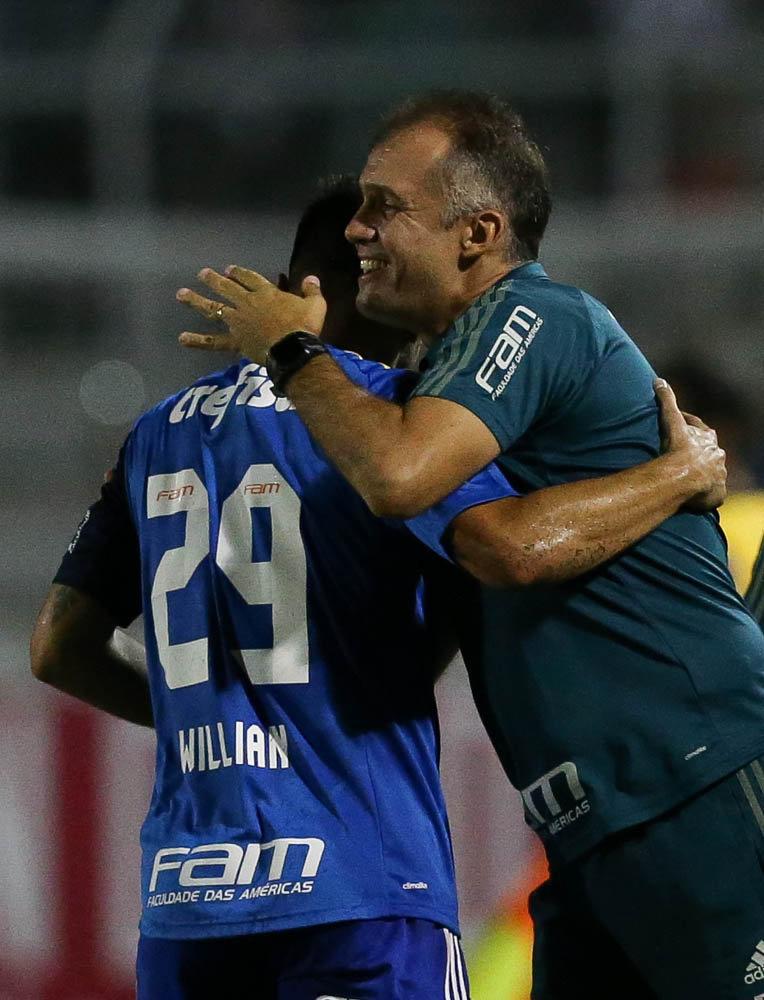 O técnico Eduardo Baptista elogiou a 'parte defensiva' do time na vitória contra o Red Bull. (Cesar Greco/Ag Palmeiras/Divulgação)