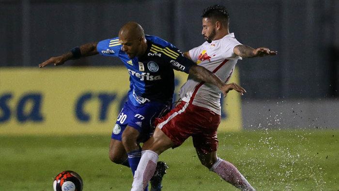 Felipe Melo recebeu cartão amarelo no primeiro tempo e está suspenso do clássico contra o São Paulo. (Cesar Greco/Ag Palmeiras/Divulgação)