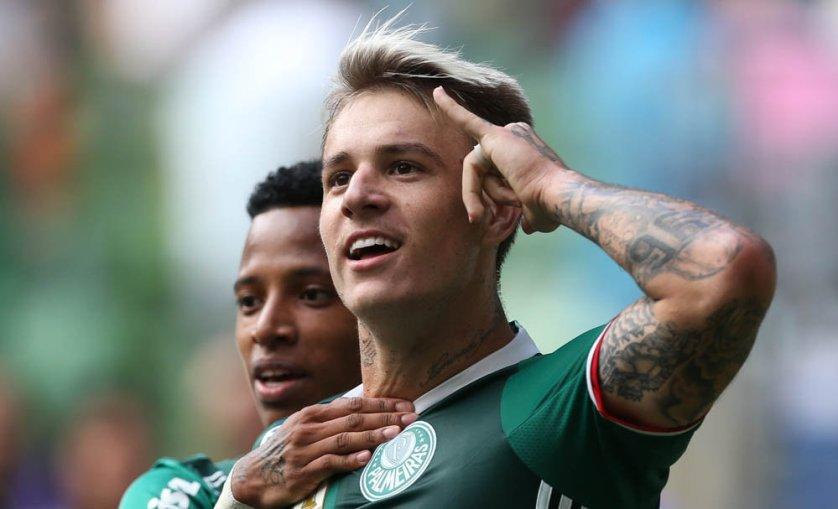 Autor de um dos gols do Verdão, Róger Guedes homenageou Gabriel Jesus em sua comemoração. (Cesar Greco/Ag. Palmeiras/Divulgação)