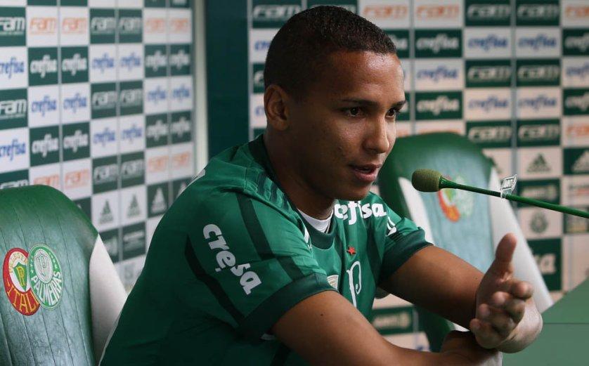 Com contrato de 5 anos, Deyverson vestirá a camisa 16 do Palmeiras. (Cesar Greco/Ag. Palmeiras/Divulgação)