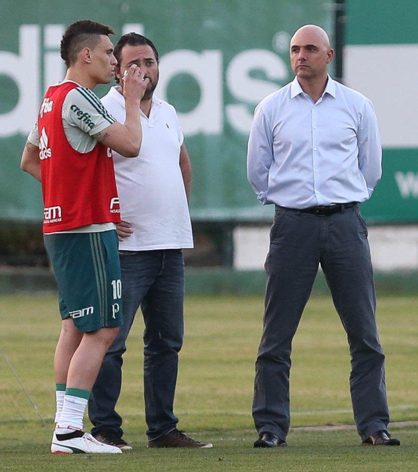 O presidente Maurício Galiotte e o diretor de futebol Alexandre Mattos acompanharam a atividade. (Cesar Greco/Ag. Palmeiras/Divulgação)