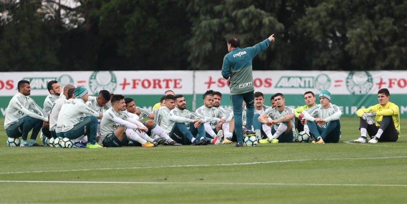 Cuca comandou mais uma atividade tática em preparação para o clássico com o São Paulo. (Cesar Greco/Ag Palmeiras/Divulgação)