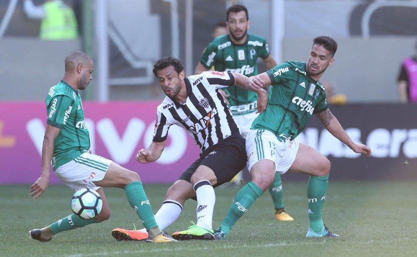 Com dois jogadores a menos, Palmeiras segurou o empate contra Atlético-MG, no Independência. (Cesar Greco/Ag Palmeiras/Divulgação)