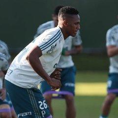 Mina treina com elenco pela primeira vez e fica próximo de retorno no Palmeiras