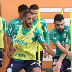 Suspensão de Gustavo Gómez pode abrir espaço para Vitor Hugo na defesa do Palmeiras