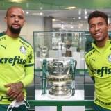 Felipe Melo comenta sobre o orgulho em fazer parte da história do clube em visita à sala de troféus