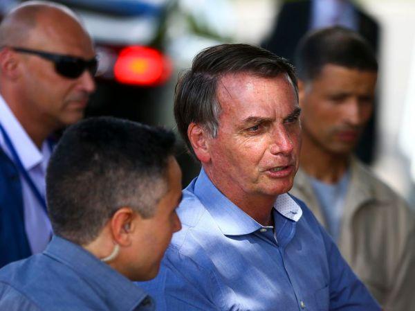 Governo não pode ser irresponsável e abrir concurso desnecessário, diz Bolsonaro