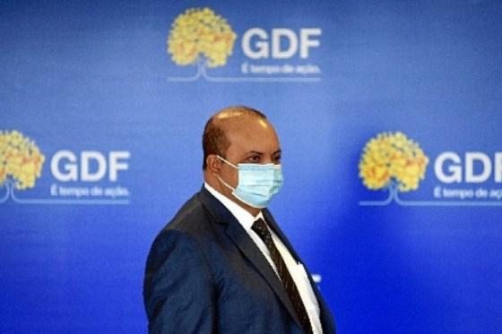 O decreto de Ibaneis foi motivado pelo cenário de covid-19 no DF, em que a taxa de transmissão do vírus aumentou.  Hoje, 100 pessoas infectadas passam a doença para 130 pessoas