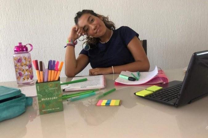 O medo de se contaminar com o novo coronavírus aliado à ansiedade e ao desgaste emocional têm deixado Rafaella Ferreira exausta