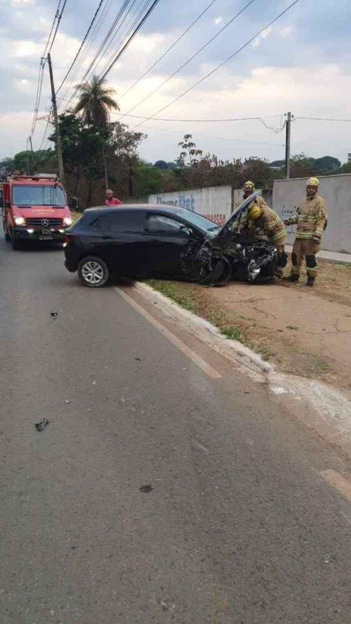 Homem fica em estado grave, após colisão entre carro e bicicleta em Planaltina