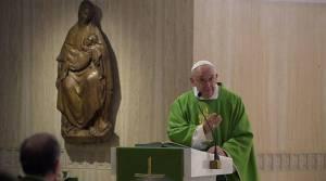 Papa Francisco: ¿Quieres juzgar a los demás? Antes mírate tú en el espejo