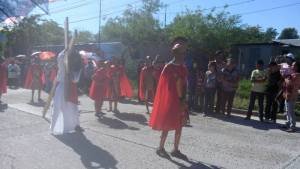 GALERÍA: PARROQUIA NUESTRA SEÑORA DE FÁTIMA LLEVA A CABO SU VIACRUCIS