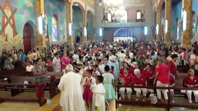 GALERÍA: PARROQUIA SANTA ROSA DE LIMALLEVA A CABO LA CELEBRACIÓN DE CORPUS CHRISTI