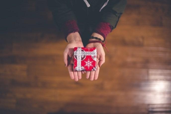 christmas-present-arms