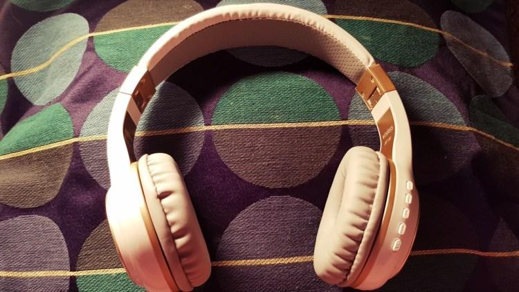 Riwbox   Wireless Headphones XBT20