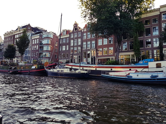 24 hours in Amsterdam | Take a relaxing boat trip along the canals
