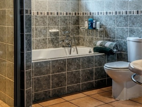 bathroom-bath-tub-toilet-bathtub-towel-clean.jpg