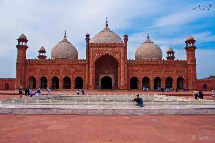 Immense Badshahi Mosque with its 4 minarets