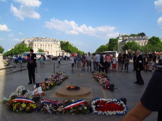 Wreath laying at the Arc de Triomphe