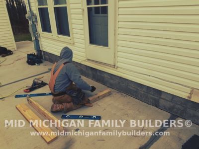 Mid Michigan Family Builders Small Deck Project 12 2018 03