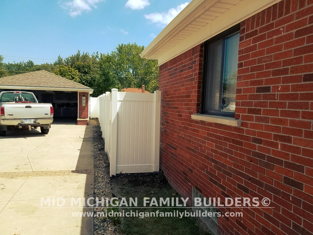 Mid Michigan Family Builders Custom Construction Project Fence Vinyl