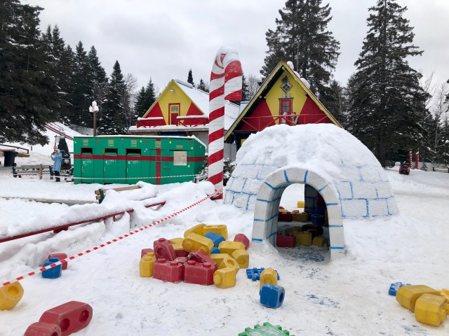 Village Pere Noel Winter Wonderland: Village du Père Noël • Midnight Mom