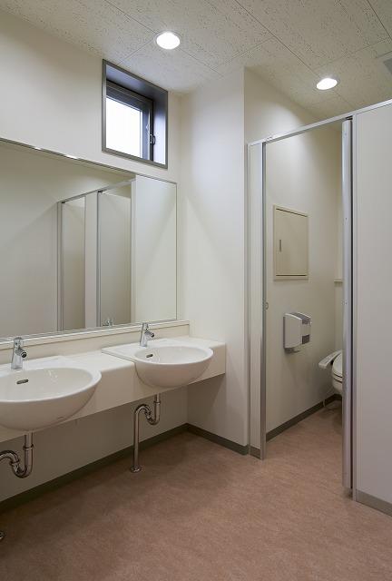 2階 女子トイレ