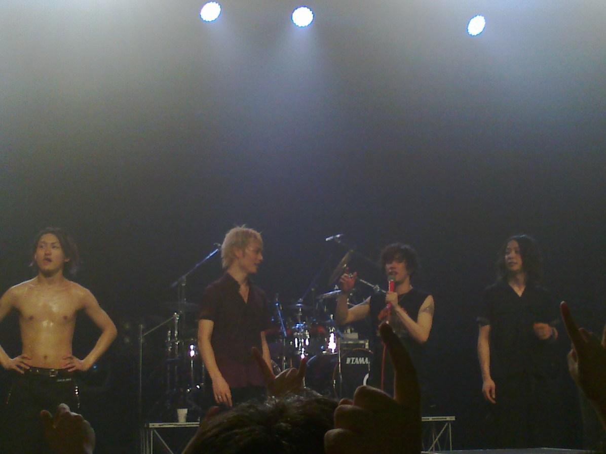 お疲れ様でした~ ONE OK ROCK thanking the crowd and they promised to come back again