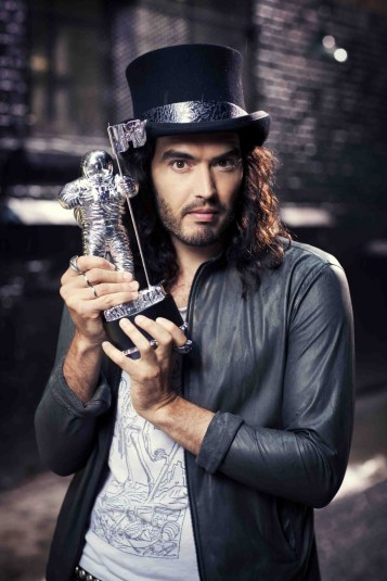 To mål for hat-offensiver. Komikeren Russell Brand