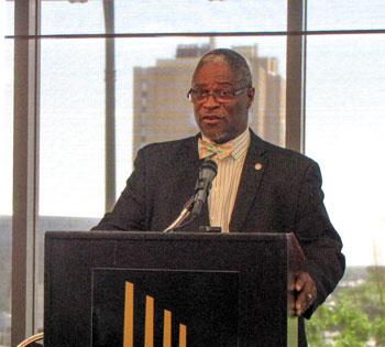mayor-at-podium