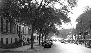 Armour Boulevard at Forest in 1933, the scene of a triple shooting.