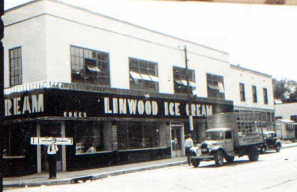 In 1940, the Linwood Ice Cream factory stood at southwest the corner of 31st and Oak.