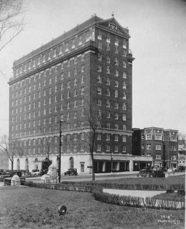 The Porter Building and the Tattershall Hotel in 1930.