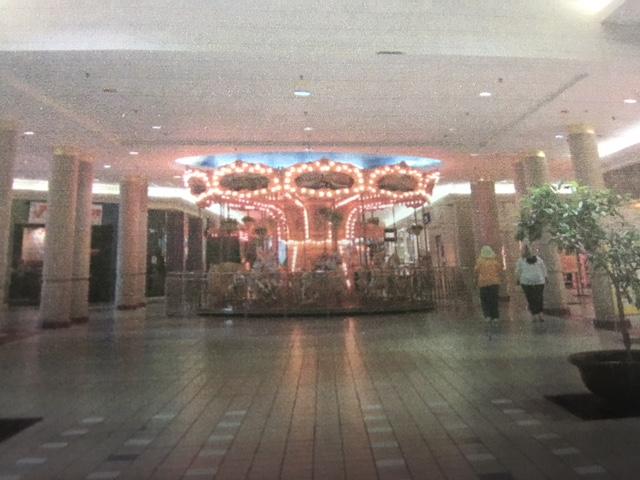 mall carousel 03