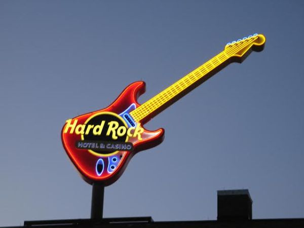 HR Guitar 1