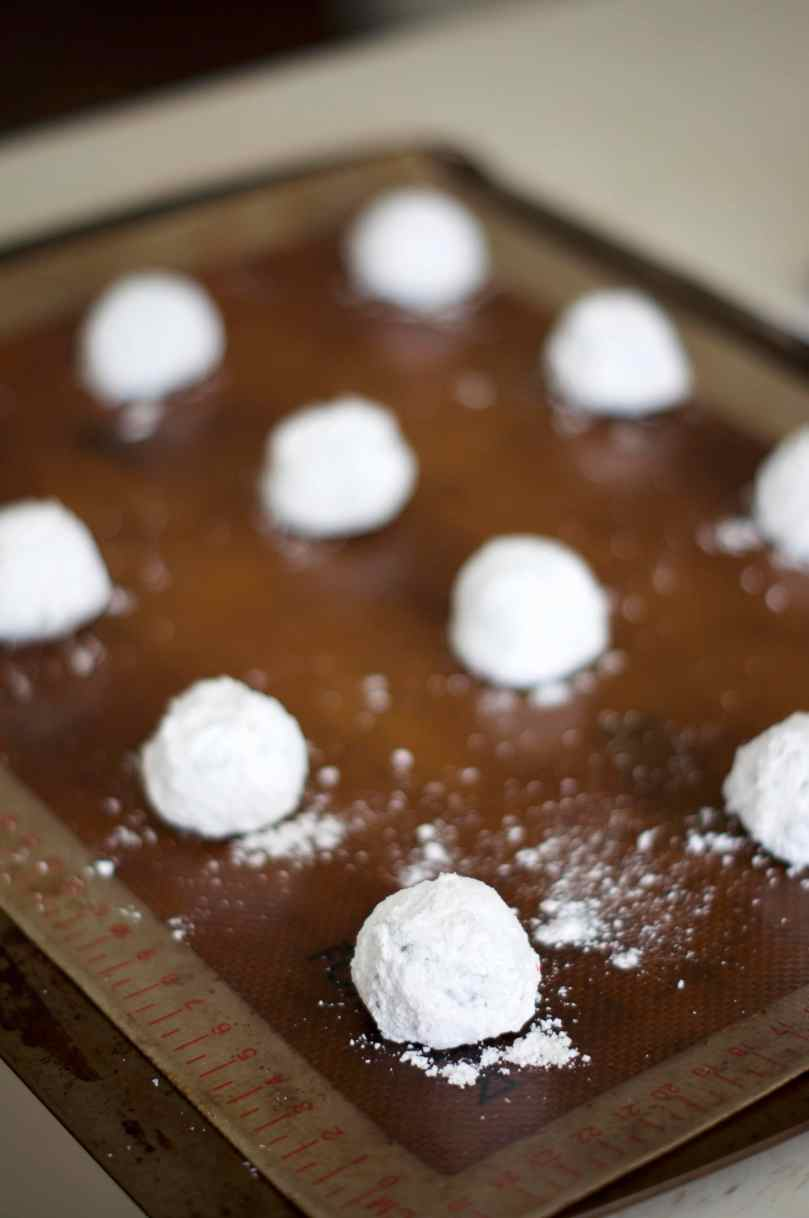 Chocolate Peppermint Krinkle Cookies | www.midwestniceblog.com