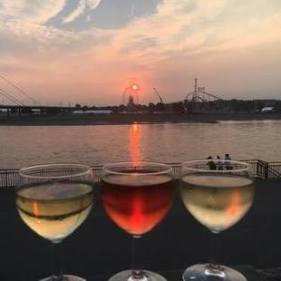 夕日とワイン