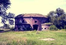 Głogów, Ostrów Tumski, wieża artyleryjska (Fort Malakoff), 21 sierpnia 2005. Autor zdjęcia: Paweł Dembowski
