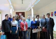 2013-09-25-akcja-mogile-pradziada-ocal-od-zapomnienia@Starostwo-Powiatowe@Glogow-(fot.D.Jeczmionka)-01-