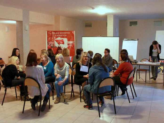 2013-10-07-wolontariusze-szlachetnej-paczki-na-szkoleniu@Glogow-(fot.D.Jeczmionka)-01-