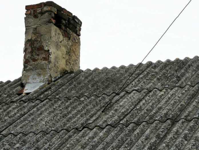 2013-10-19-niebezpieczny-azbest@Zukowice-(fot.www.e-ryki.pl)-01-