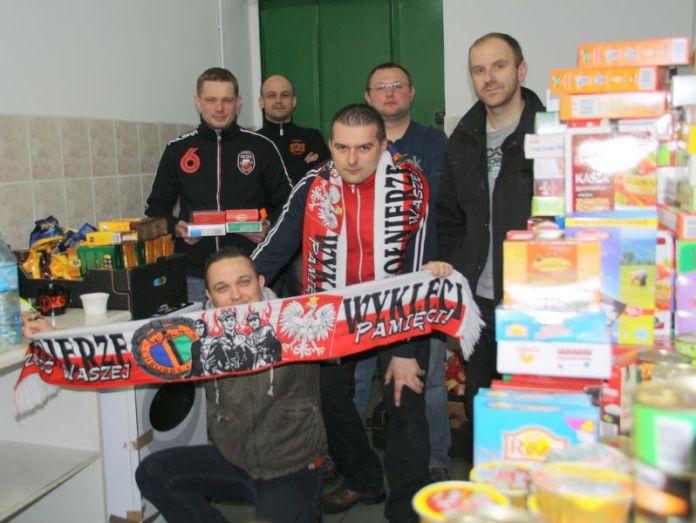 2013-12-zbiorka-zywnosci-dla-polskich-kompatantow@Glogow-Stadion 2013 158-001